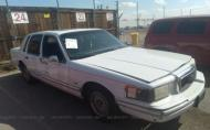 1993 LINCOLN TOWN CAR EXECUTIVE #1416302162