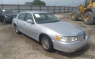 2000 LINCOLN TOWN CAR SIGNATURE #1582277702